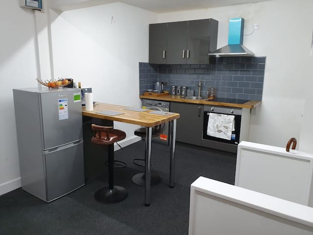 Beautiful refurbished studio available now in LE1