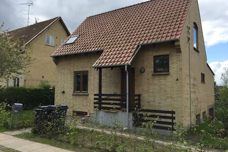 Nice room with bath, Close to town - Hillerød