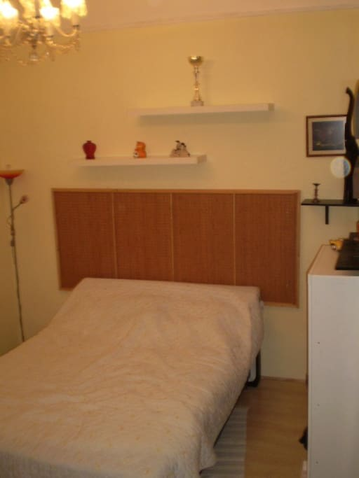 2nd bedroom with also double bed