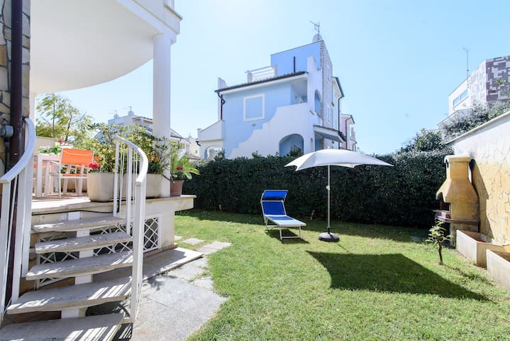 Cozy villa 100 metres from the sandy beach 10sleep