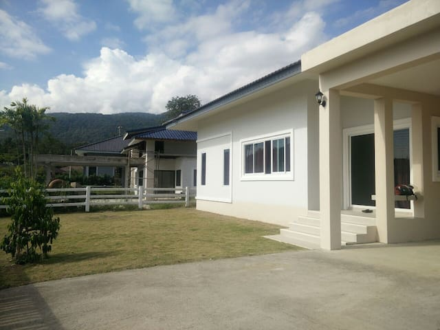 Brand-new House Near Mountain - Chiang Mai - Flat
