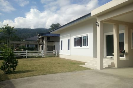 Brand-new House Near Mountain - 清迈 - 公寓