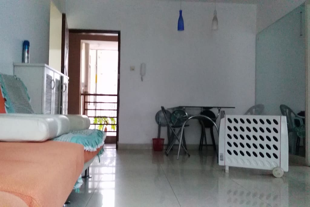 从客厅看门口,客厅很宽敞