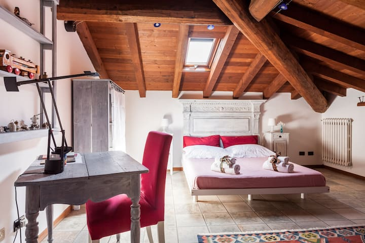 B&B Casa Sassolo 1713 attic  duoble bedroom
