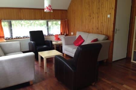Ruime Bungalow 8 p. Op vakantiepark - Opmeer