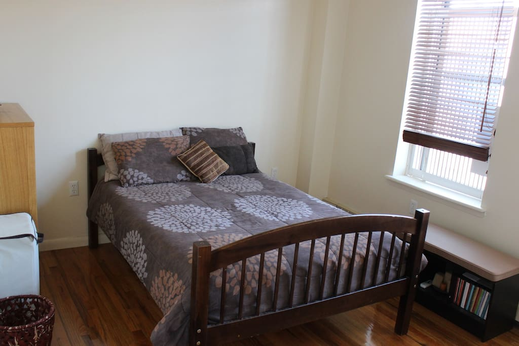 Bedroom/Full-Size Bed hosts 2 people
