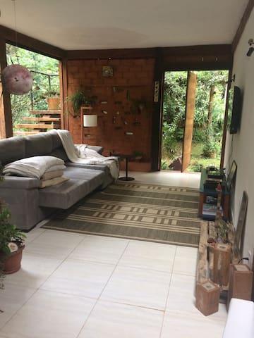 Casa Macacos, lugar muito tranquilo e arborizado