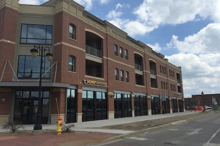 Downtown guest bed and own bath! - Fenton - Apartamento