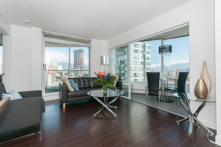 Gorgeous 2 bd w/ spectacular views