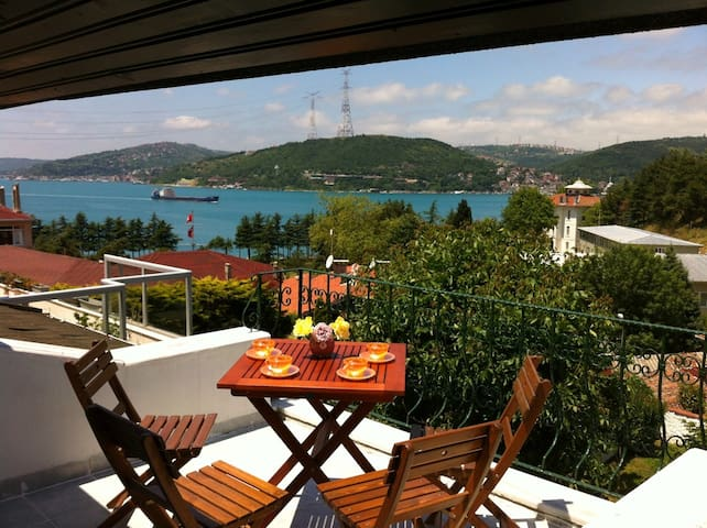 4BR 2BT Villa, Bosphorus View Terrace with Garden - Istanbul