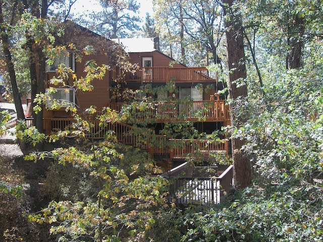 5 + 4 Home w/SPA & POOL TABLE, Sleeps 10 - Big Bear City - Hus