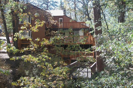 5 + 4 Home w/SPA & POOL TABLE, Sleeps 10 - Big Bear City - Haus