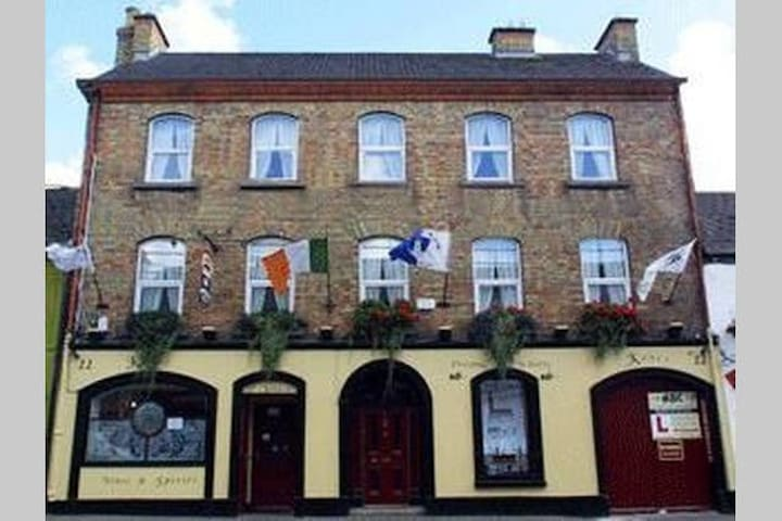 Charming Twin Room in Historical Athy