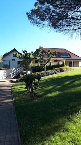 Villa + très grande piscine sur 5000 m2