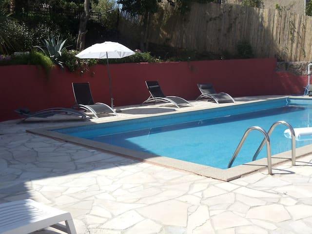 T2  indépendant dans villa  avec piscine