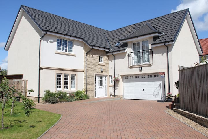 Large 5 Bedroom Family Home - Glasgow - Hus