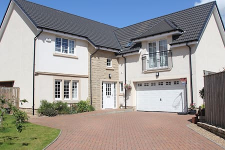 Large 5 Bedroom Family Home - Glasgow - Casa