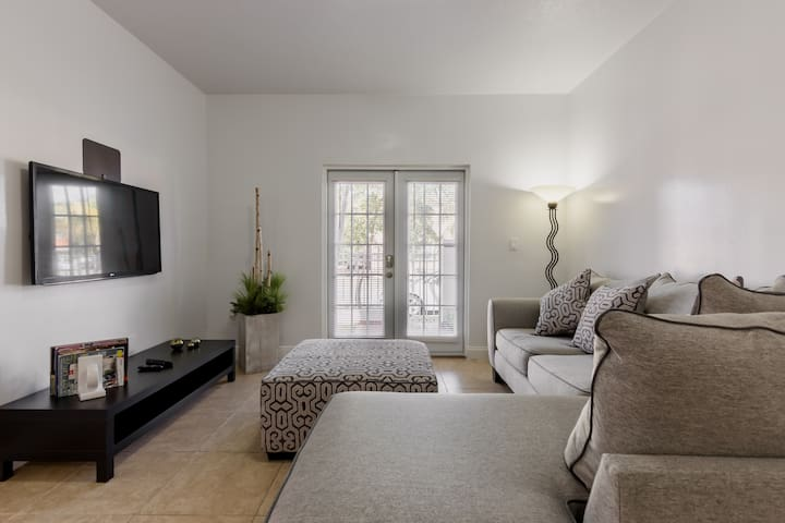 *Cozy/Clean 1BR-King Bed Apt, by FIU/Near Malls*