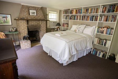 18th Century Home near PEA - Runswick Bay Room