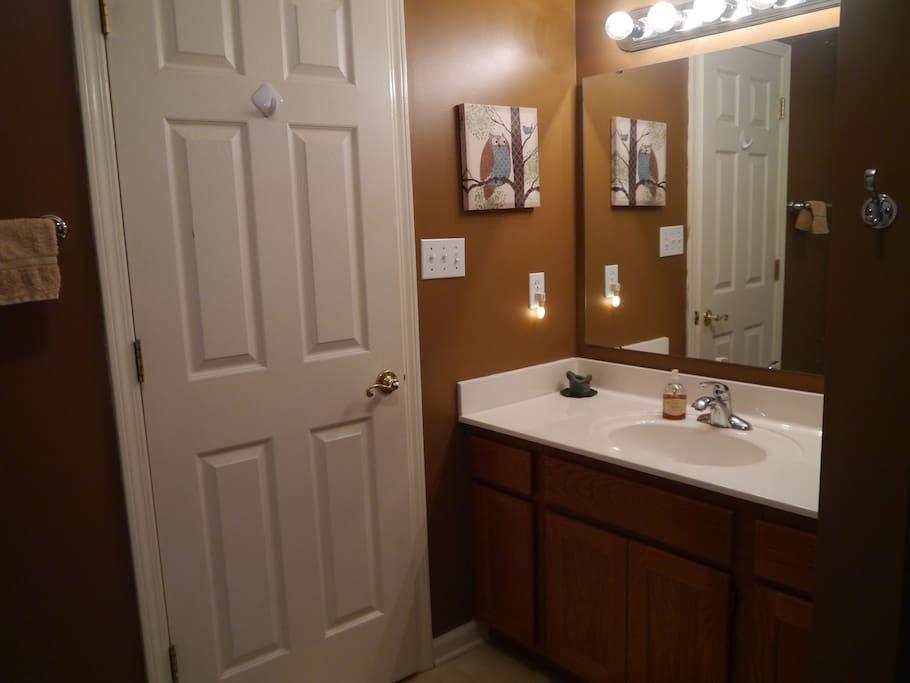Jane's 2nd floor bathroom includes a full bathrub/shower combo.