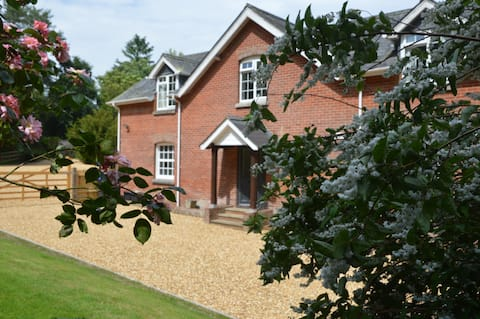 Spacious luxury in the New Forest with heated pool