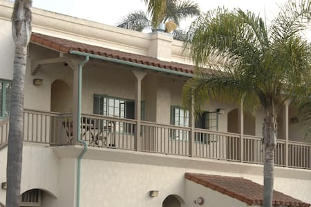 Newly Remodeled & Near Beach - Carpinteria - Wohnung