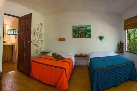 Mexican cabina at Mundo Milo Lodge - Playa Junquillal - Bed & Breakfast