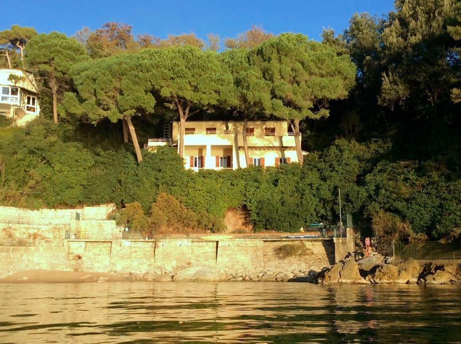la villa vista dal mare