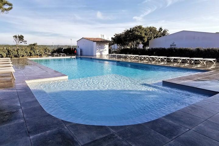 Villa T4 , 6 pers  climatisée piscine chauffée