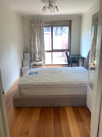 4 bedroom house close to Caulfield station