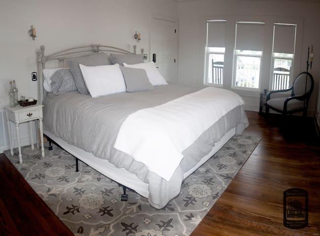 Master Bedroom: King