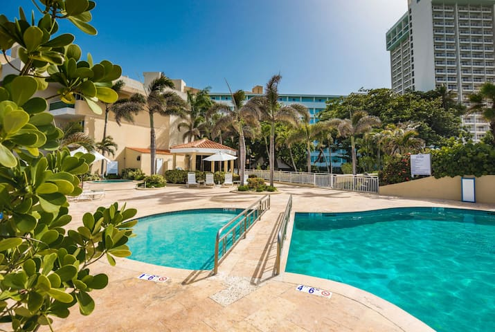 Condado Apartment - Free Parking - Walk To Beach!