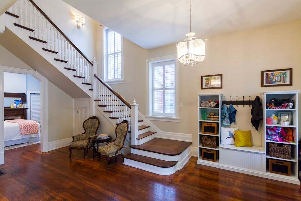 A warm and inviting foyer