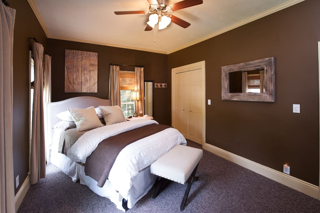 A large bedroom w/ 1 queen bed and 1 pull-out, twin sleeper