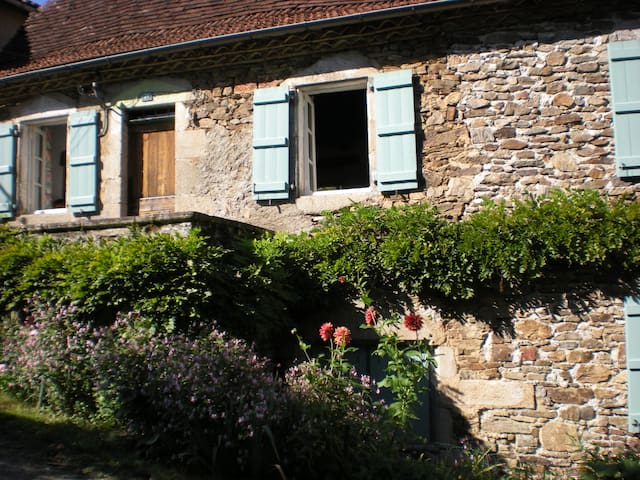 Village house near River Dordogne - Bretenoux - Casa