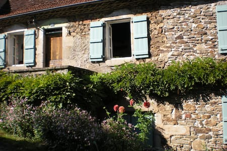 Village house near River Dordogne - Bretenoux - House