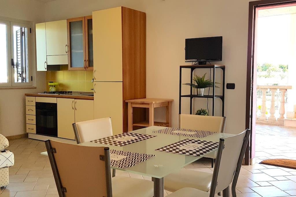 Ingresso appartamento - Soggiorno con Cucina