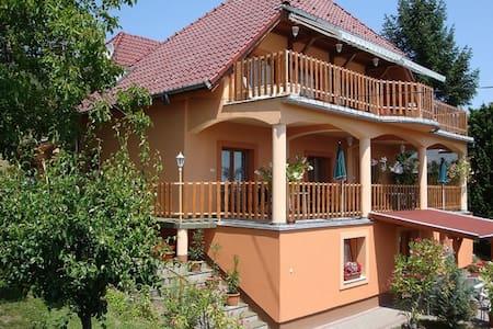 Orsolya Vendégház - Balatongyörök - Leilighet
