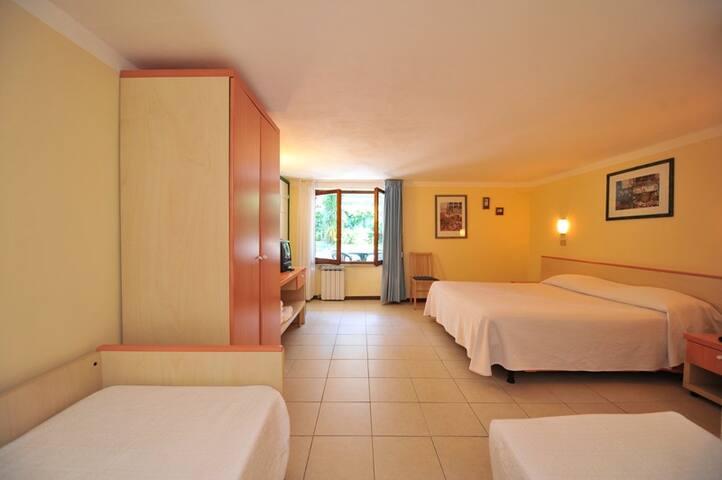 Camera Quadrupla Forte dei Marmi - Capanne-Prato-Cinquale - Bed & Breakfast