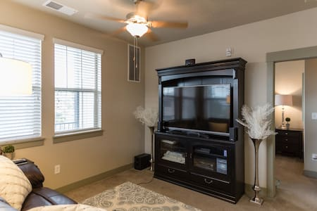 Expertly Furnished Luxury Apartment - Midvale
