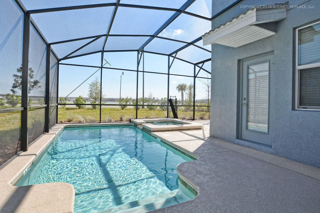 BBQ-ready, with a beautiful jacuzzi and heated water. Great for relaxing at the end of the day!
