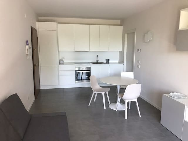 New apartment. 15 min to downtown with tram