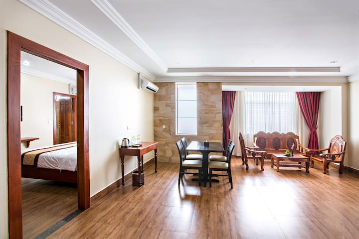 Two-Bed Apartment@ Star King Hotel