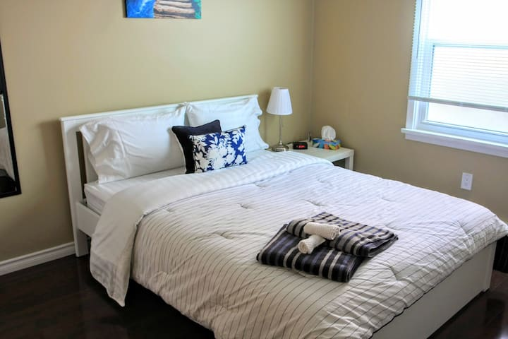 Relax in a Comfy Private Room near Falls & Netflix