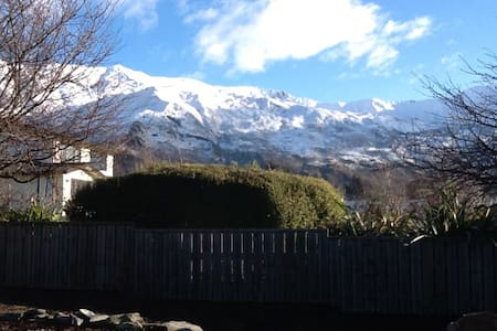 WARM & IN TOWN - Close to lakefront & town centre - Wanaka - House