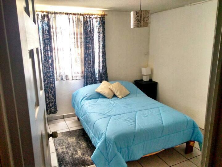 Habitacion con cama matrimonial + baño + WiFi