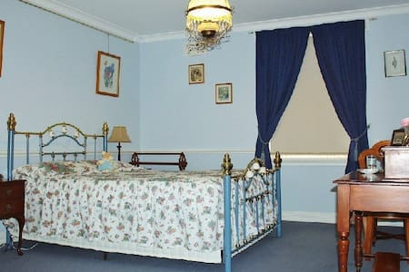 Briardale B & B - Clarke Room. - Lavington - Bed & Breakfast