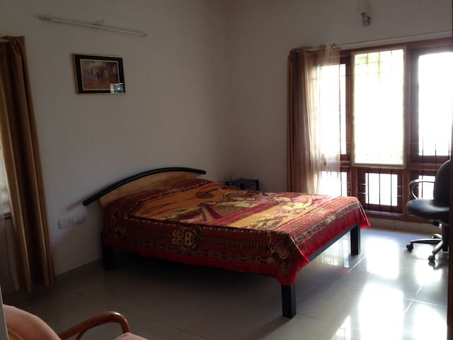 Queen-size Bedroom HSR Layout House - Bangalore - Casa
