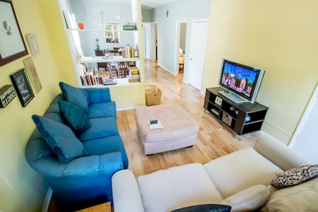 Cozy 2BR Apt by NU w/Parkng+NETFLIX - Evanston - Apartment
