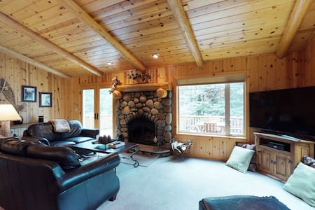 Dog-friendly gorgeous wood home w/deck, near trails/skiing/town